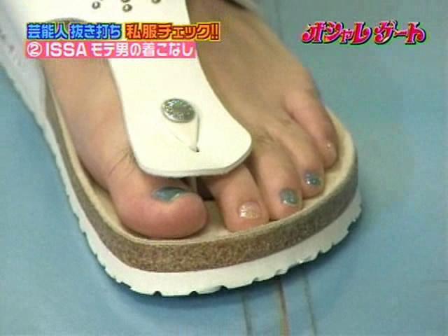 03-issa-nails.jpg